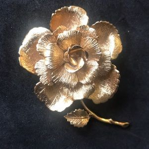 Monet rose brooch gold tone